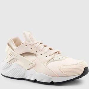 Womesn Nike Air Huarache Run Se Shoe